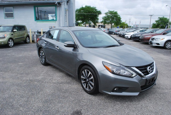 2016 Nissan Altima in Fort Wayne, IN