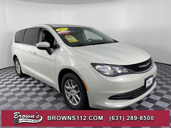 2017 Chrysler Pacifica in Patchogue, NY