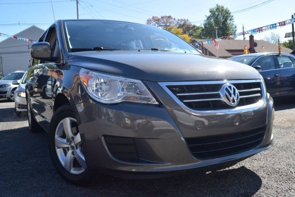 2010 Volkswagen Routan in Paterson, NJ