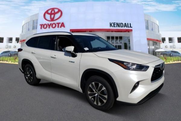 2020 Toyota Highlander in Miami, FL