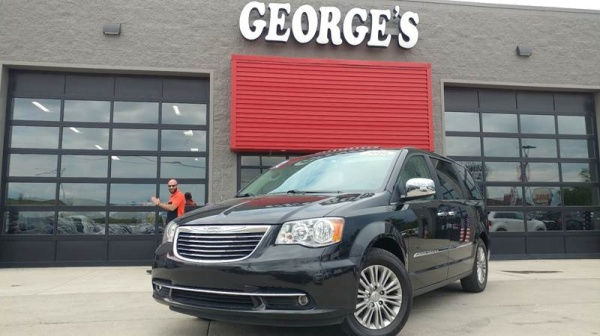 2016 Chrysler Town & Country in Brownstown, MI
