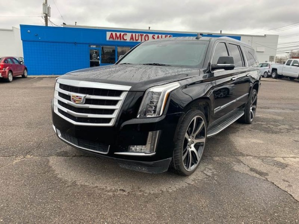 2015 Cadillac Escalade in Roseville, MI