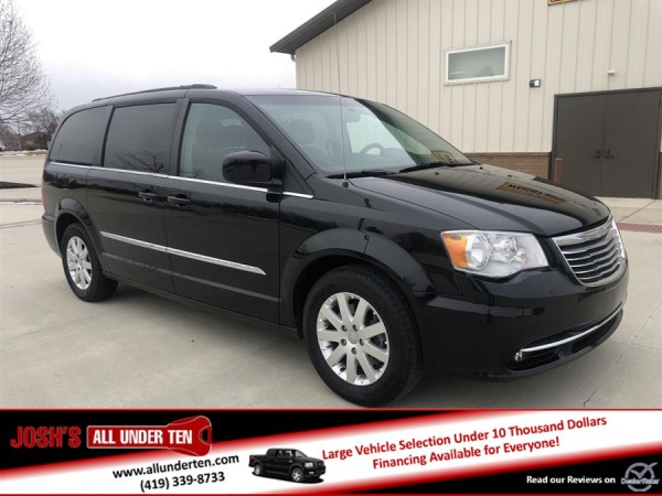 2016 Chrysler Town & Country in Elida, OH