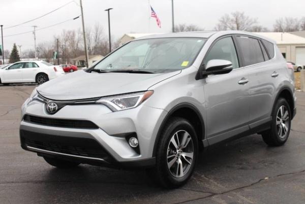 2018 Toyota RAV4 in Fort Wayne, IN