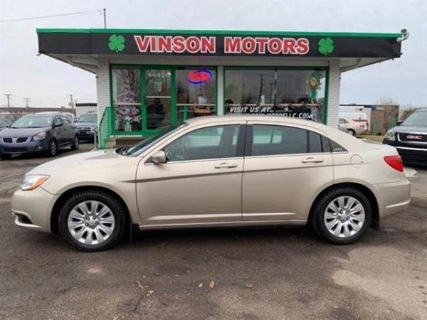 2013 Chrysler 200 in Clinton Township, MI