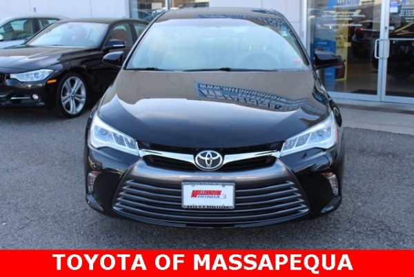 2016 Toyota Camry in Massapequa, NY