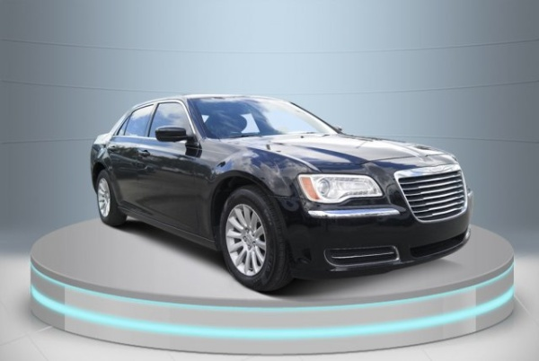 2013 Chrysler 300 in Miami, FL