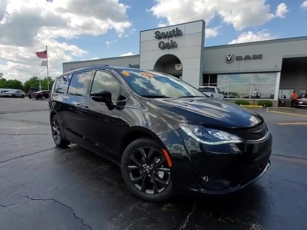 2020 Chrysler Pacifica in Matteson, IL