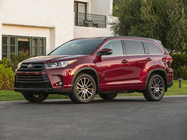 2019 Toyota Highlander in Cleveland Heights, OH