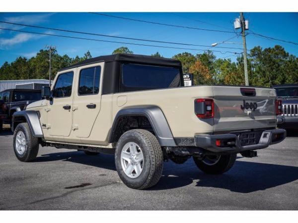2020 Jeep Gladiator in Milton, FL