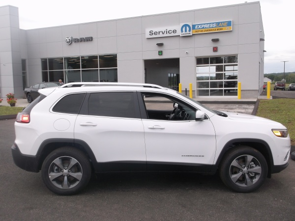 2019 Jeep Cherokee in Ellington, CT