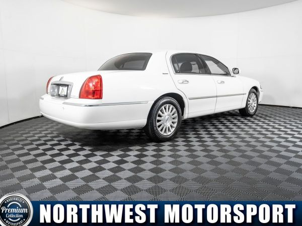 2004 Lincoln Town Car in Puyallup, WA