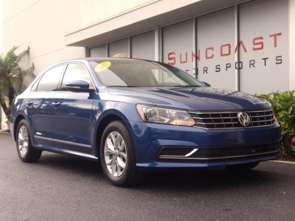 2017 Volkswagen Passat in Sarasota, FL