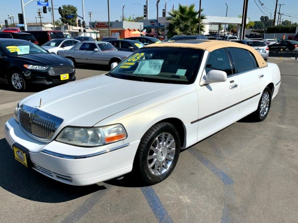 2003 Lincoln Town Car in South Gate, CA