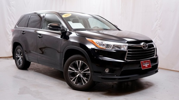 2016 Toyota Highlander in Mount Pleasant, WI