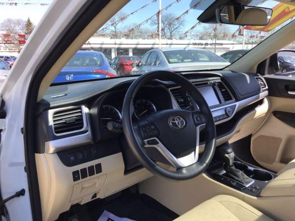 2017 Toyota Highlander in Chicago, IL