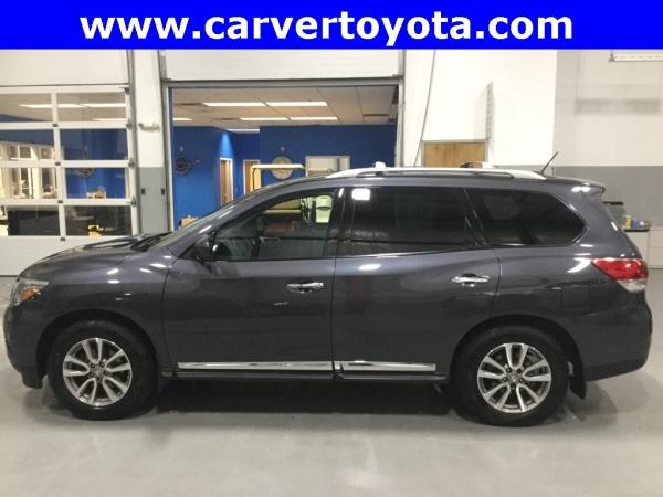 2014 Nissan Pathfinder in Taylorsville, IN