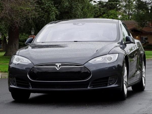 2015 Tesla Model S in Pasadena, CA
