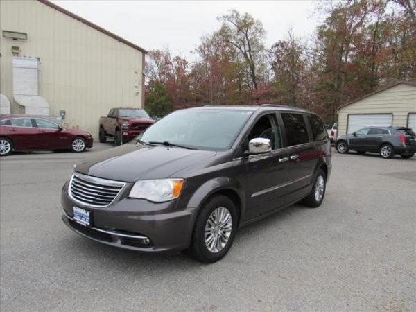 2016 Chrysler Town & Country in Waldorf, MD