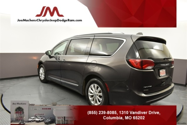 2018 Chrysler Pacifica in Columbia, MO