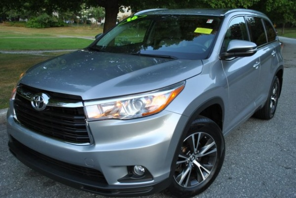 2016 Toyota Highlander in Lowell, MA