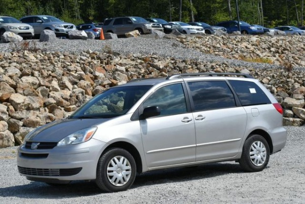 2004 Toyota Sienna in Naugatuck, CT
