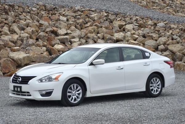 used nissan altima for sale in westfield ma u s news. Black Bedroom Furniture Sets. Home Design Ideas