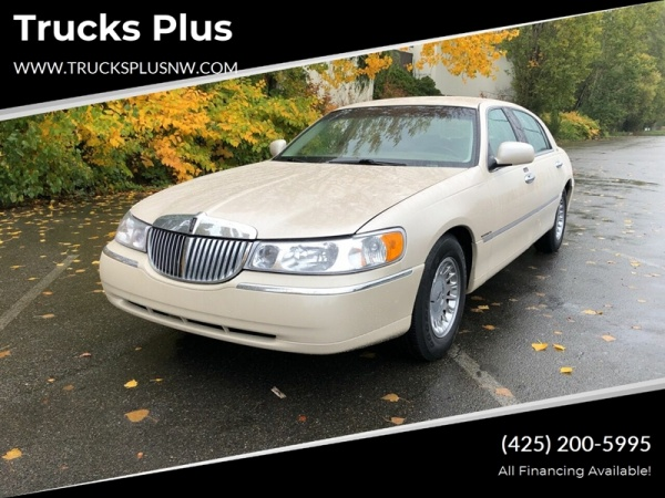 2000 Lincoln Town Car in Seattle, WA