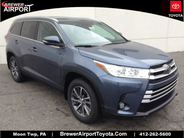2019 Toyota Highlander in Moon Township, PA