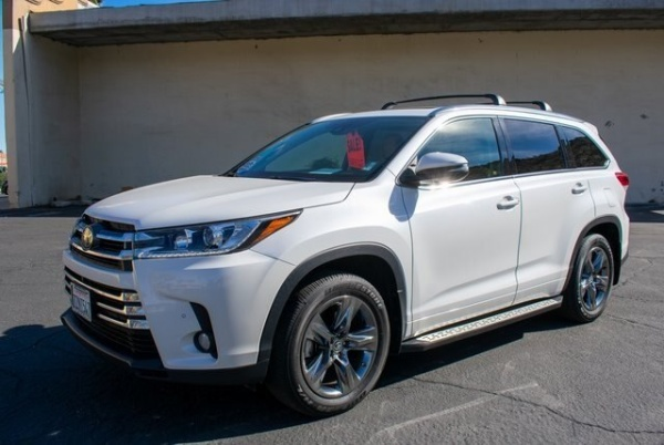 2017 Toyota Highlander in Cathedral City, CA