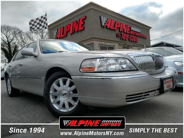 2007 Lincoln Town Car in Wantagh, NY