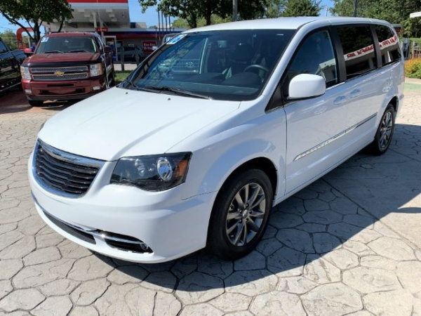 2016 Chrysler Town & Country in Durham, NC