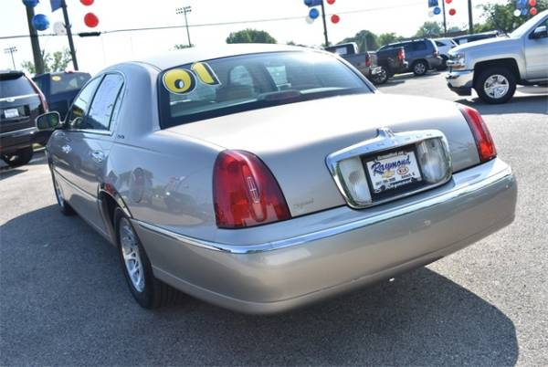 2001 Lincoln Town Car in Antioch, IL