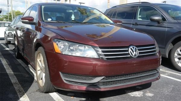 2013 Volkswagen Passat in Miami Gardens, FL