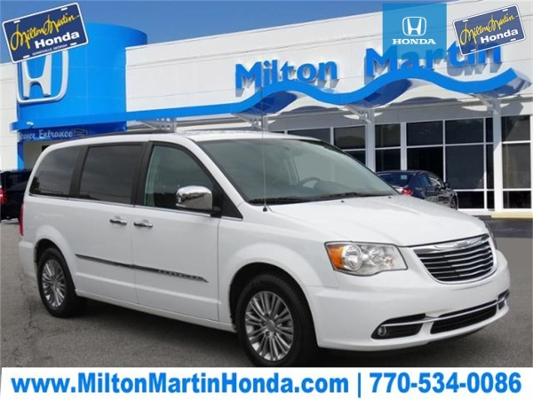 2016 Chrysler Town & Country in Gainesville, GA