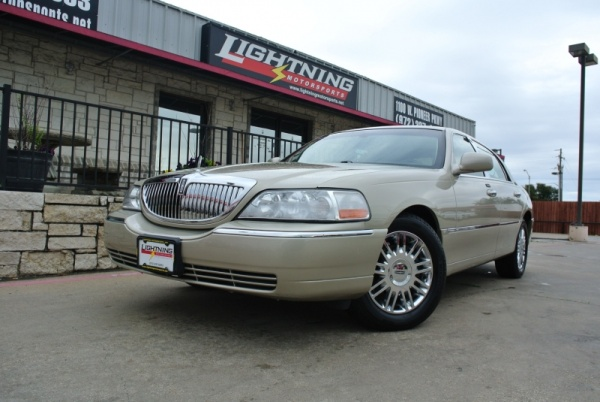 Used Lincoln Town Car For Sale In Garland Tx 13 Cars From 6 498 Iseecars Com