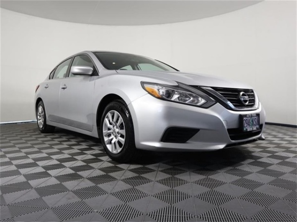 2016 Nissan Altima in Gladstone, OR