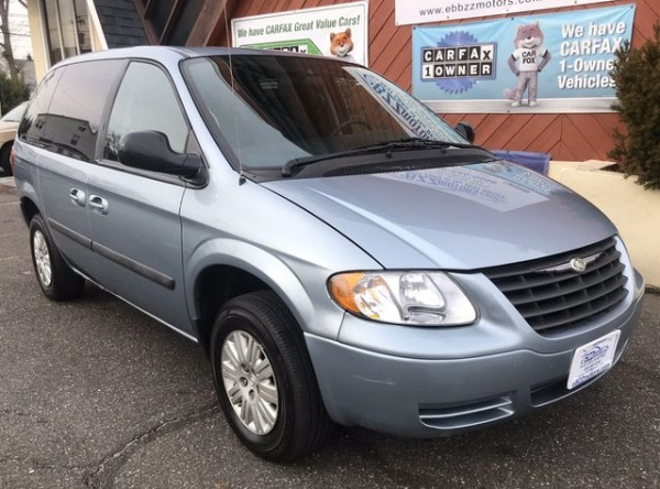 2005 Chrysler Town & Country in Woodbury, NJ