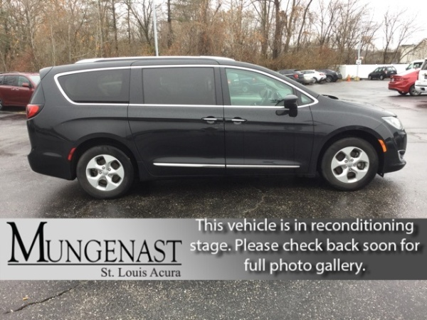 2017 Chrysler Pacifica in Manchester, MO
