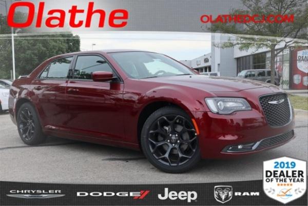 2019 Chrysler 300 in Olathe, KS