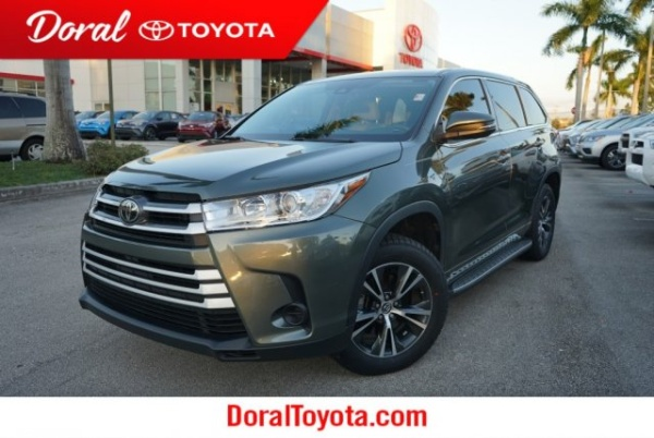 2017 Toyota Highlander in Doral, FL