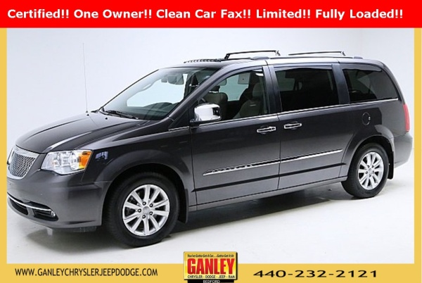 2015 Chrysler Town & Country in Bedford, OH