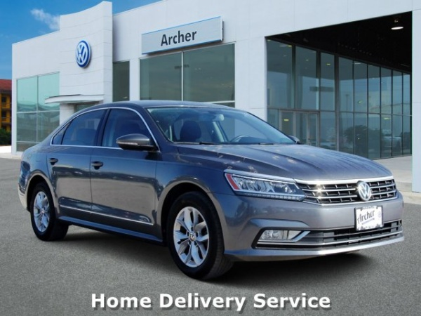 2016 Volkswagen Passat in Houston, TX