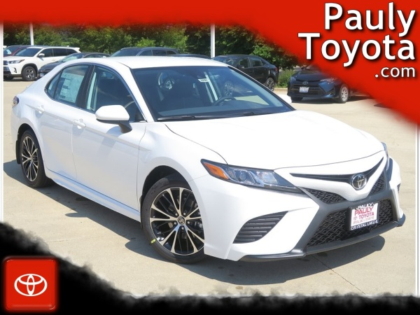 2020 Toyota Camry in Crystal Lake, IL