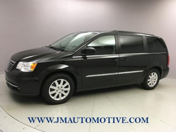 2016 Chrysler Town & Country in Naugatuck, CT