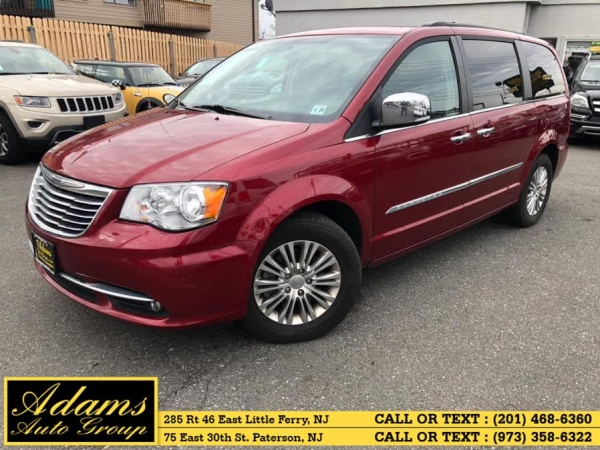 2015 Chrysler Town & Country in Little Ferry, NJ