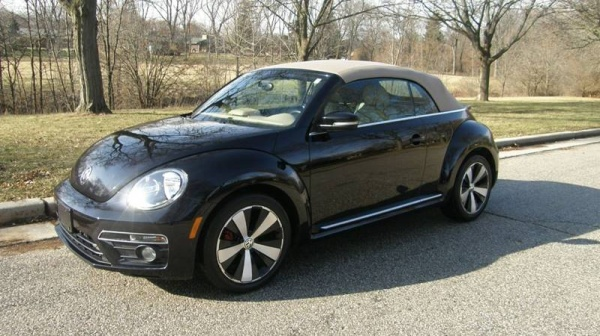 2013 Volkswagen Beetle in West Allis, WI