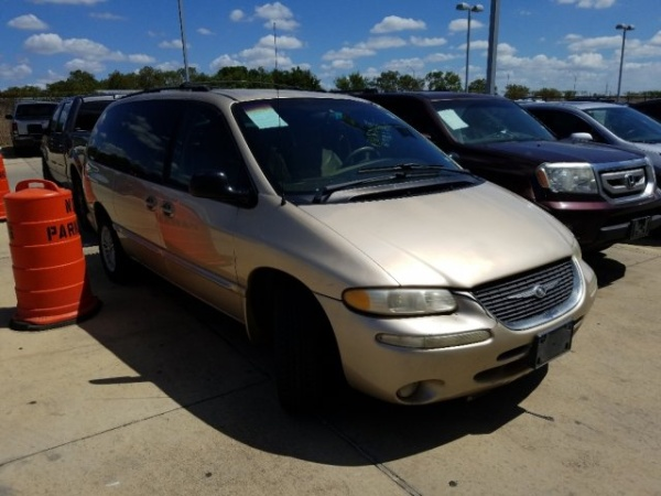2000 Chrysler Town & Country in Selma, TX