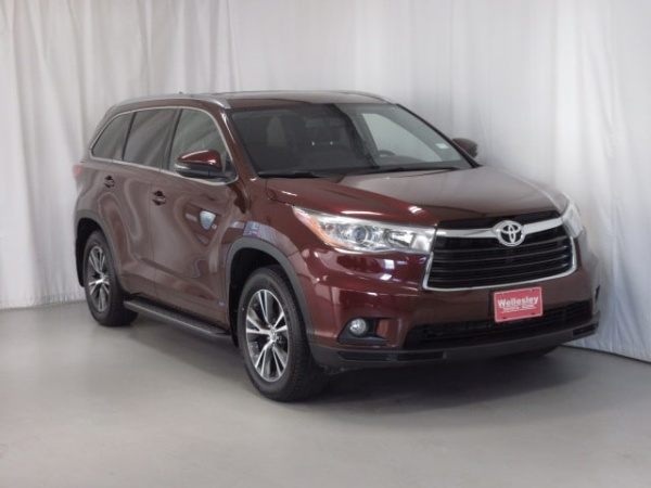 2016 Toyota Highlander in Wellesley, MA