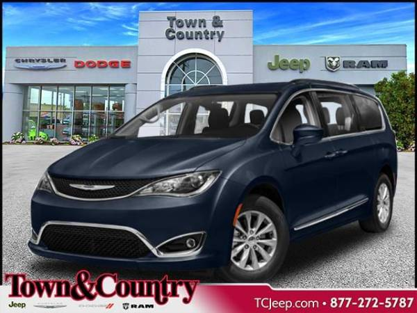 2020 Chrysler Pacifica in Levittown, NY
